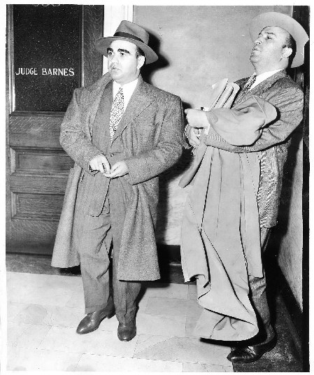 Le mari de Mafalda John Maritote (à gauche) et l'avocat de Capone Abraham Teitelbaum.
